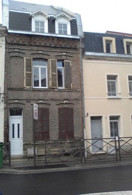 Avant la réfection de la ttoiture et le ravalement de la façade de la maison dAmiens 650x442 e1431520598816