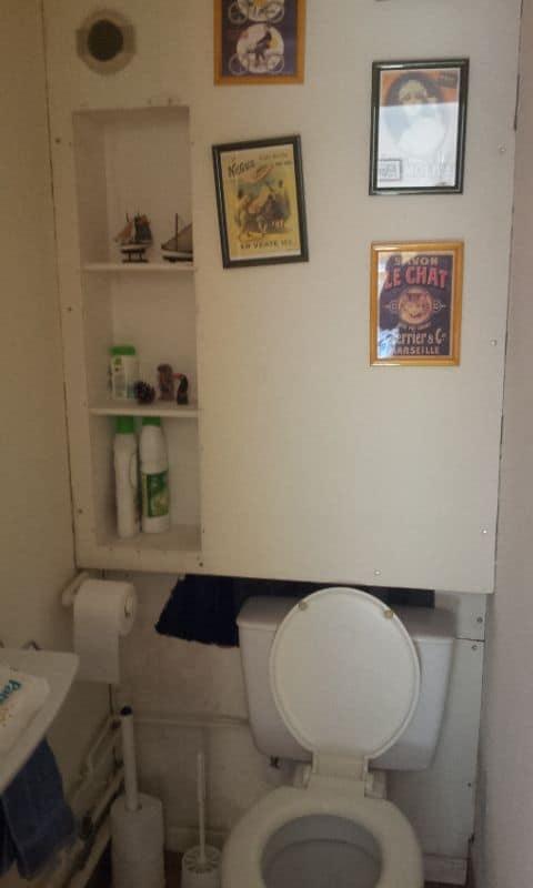 toilettes avant travaux de rénovation dans une salle de bains à Amiens